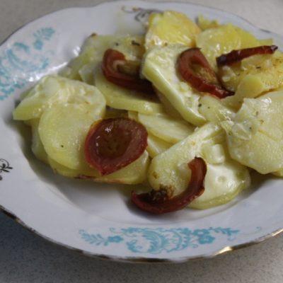 Картофельная запеканка с томатами – без майонеза - рецепт с фото