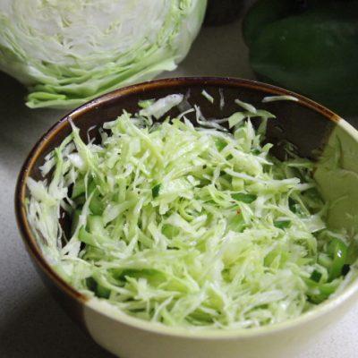Капустный салат с зеленым перцем и огурцом - рецепт с фото