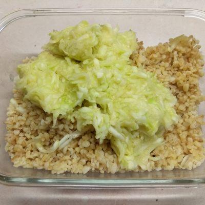 Фото рецепта - Запеченные тефтели из булгура и кабачков - шаг 2
