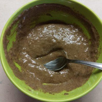 Фото рецепта - Быстрый бананово-ореховый кекс в микроволновке - шаг 3