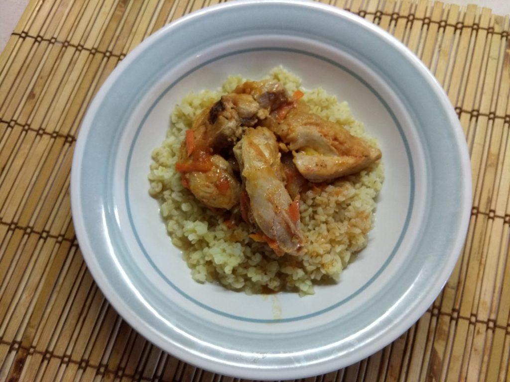 Фото рецепта - Кролик, тушенный в томатном соусе - шаг 7