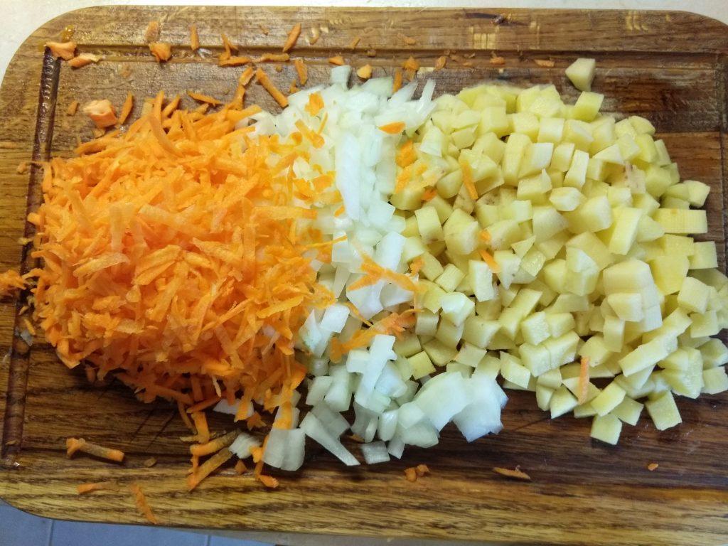 Фото рецепта - Постный овощной суп с консервированной фасолью - шаг 1