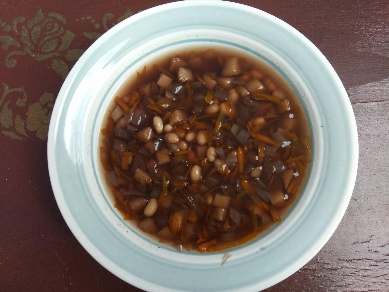 Постный овощной суп с консервированной фасолью