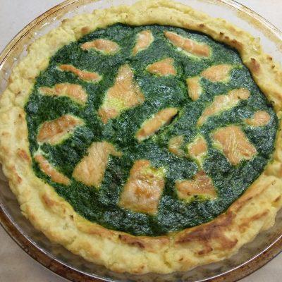 Фото рецепта - Киш Лорен с лососем и шпинатом (картофельная запеканка) - шаг 7