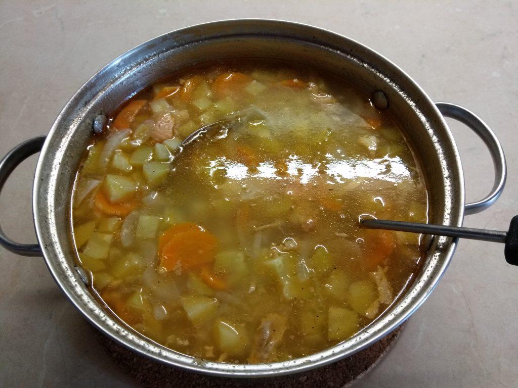 Фото рецепта - Картофельный суп с лососем и кабачком (на сыворотке) - шаг 2
