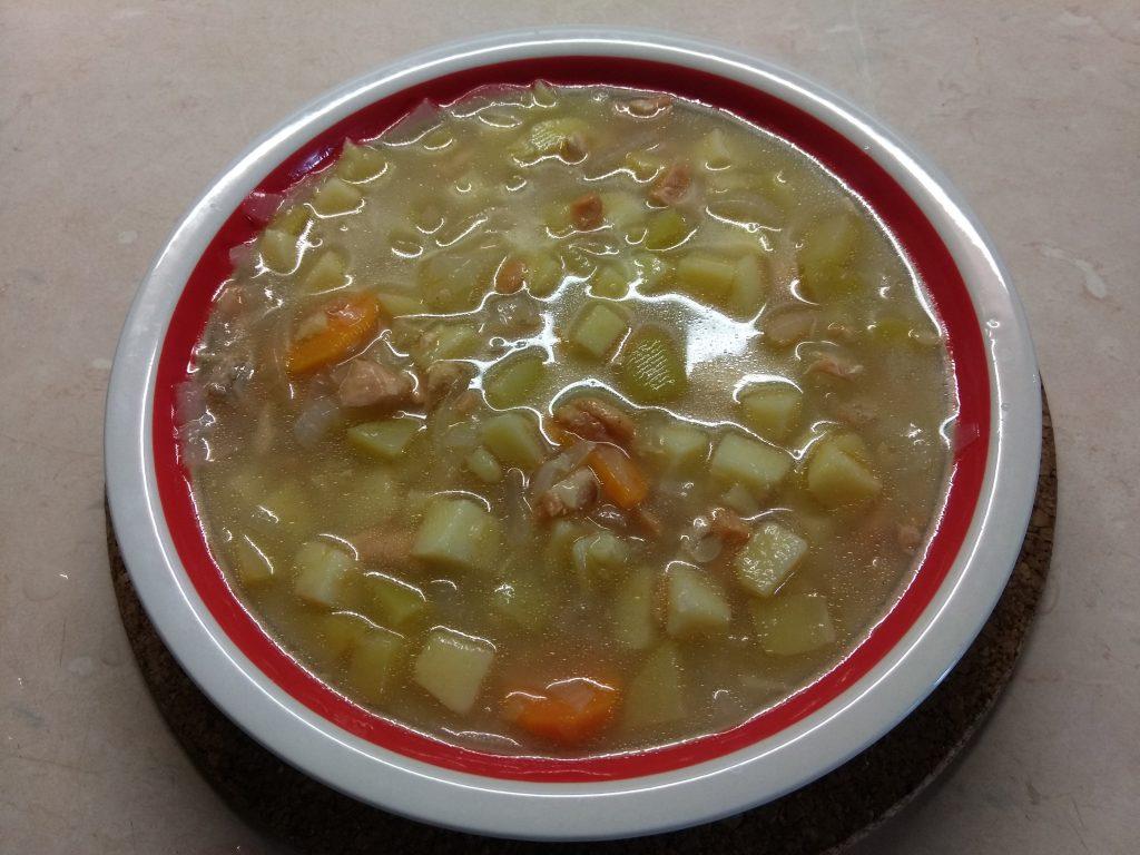 Фото рецепта - Картофельный суп с лососем и кабачком (на сыворотке) - шаг 4