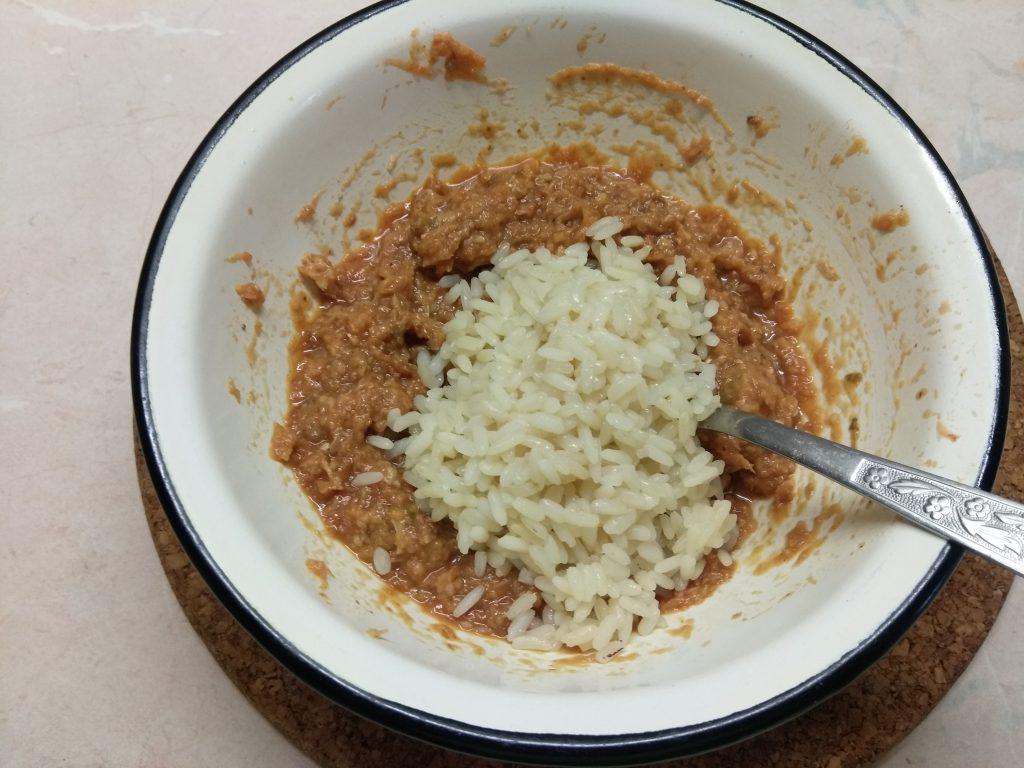 Фото рецепта - Огурцы, фаршированные рисом и рыбной консервой - шаг 3
