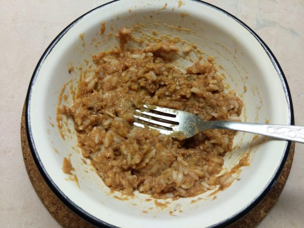 Фото рецепта - Огурцы, фаршированные рисом и рыбной консервой - шаг 6