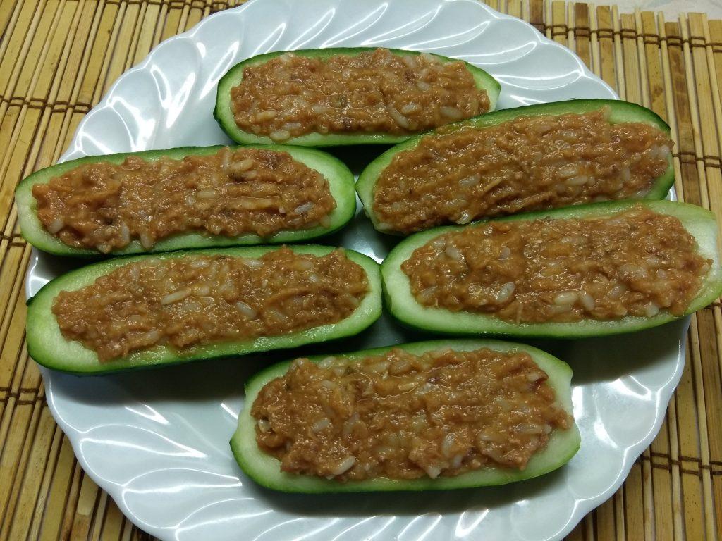 Фото рецепта - Огурцы, фаршированные рисом и рыбной консервой - шаг 7