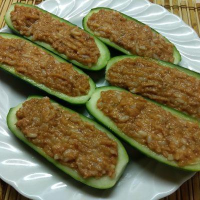 Огурцы, фаршированные рисом и рыбной консервой - рецепт с фото