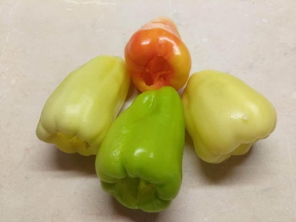 Фото рецепта - Болгарский перец, фаршированный килькой и пшеничной крупой - шаг 3