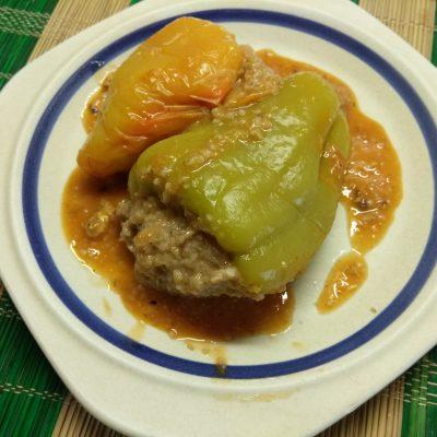 Болгарский перец, фаршированный килькой и пшеничной крупой - рецепт с фото