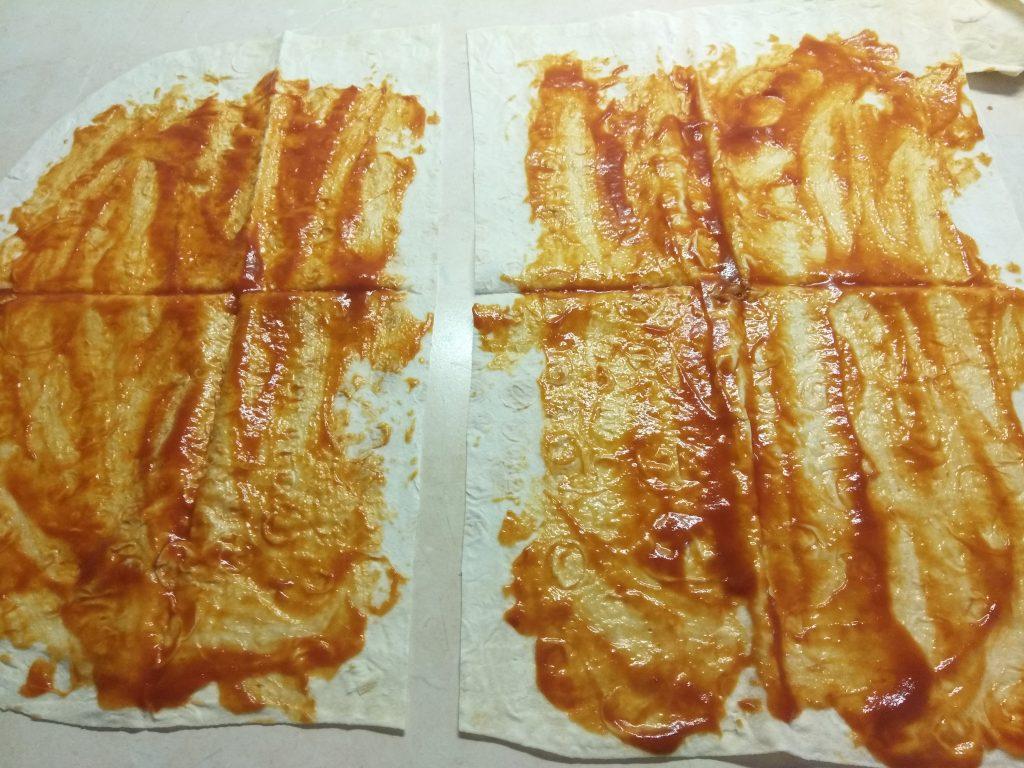 Фото рецепта - Лаваш с колбасками, перцем и сыром (домашняя шаурма) - шаг 1