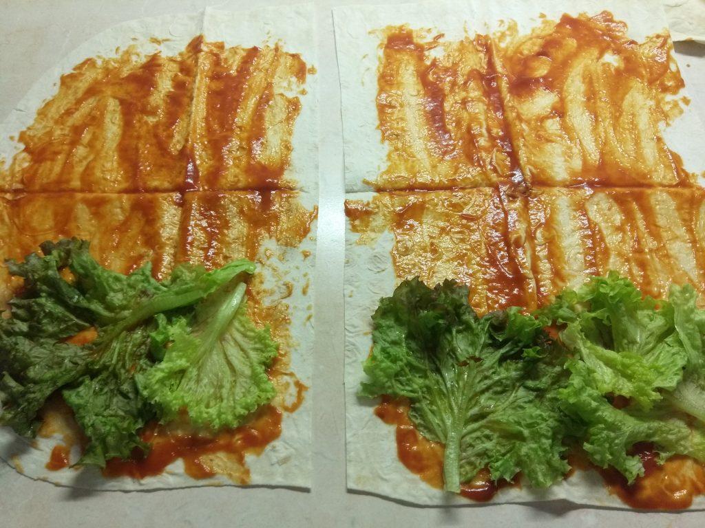 Фото рецепта - Лаваш с колбасками, перцем и сыром (домашняя шаурма) - шаг 2