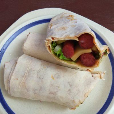 Фото рецепта - Лаваш с колбасками, перцем и сыром (домашняя шаурма) - шаг 7