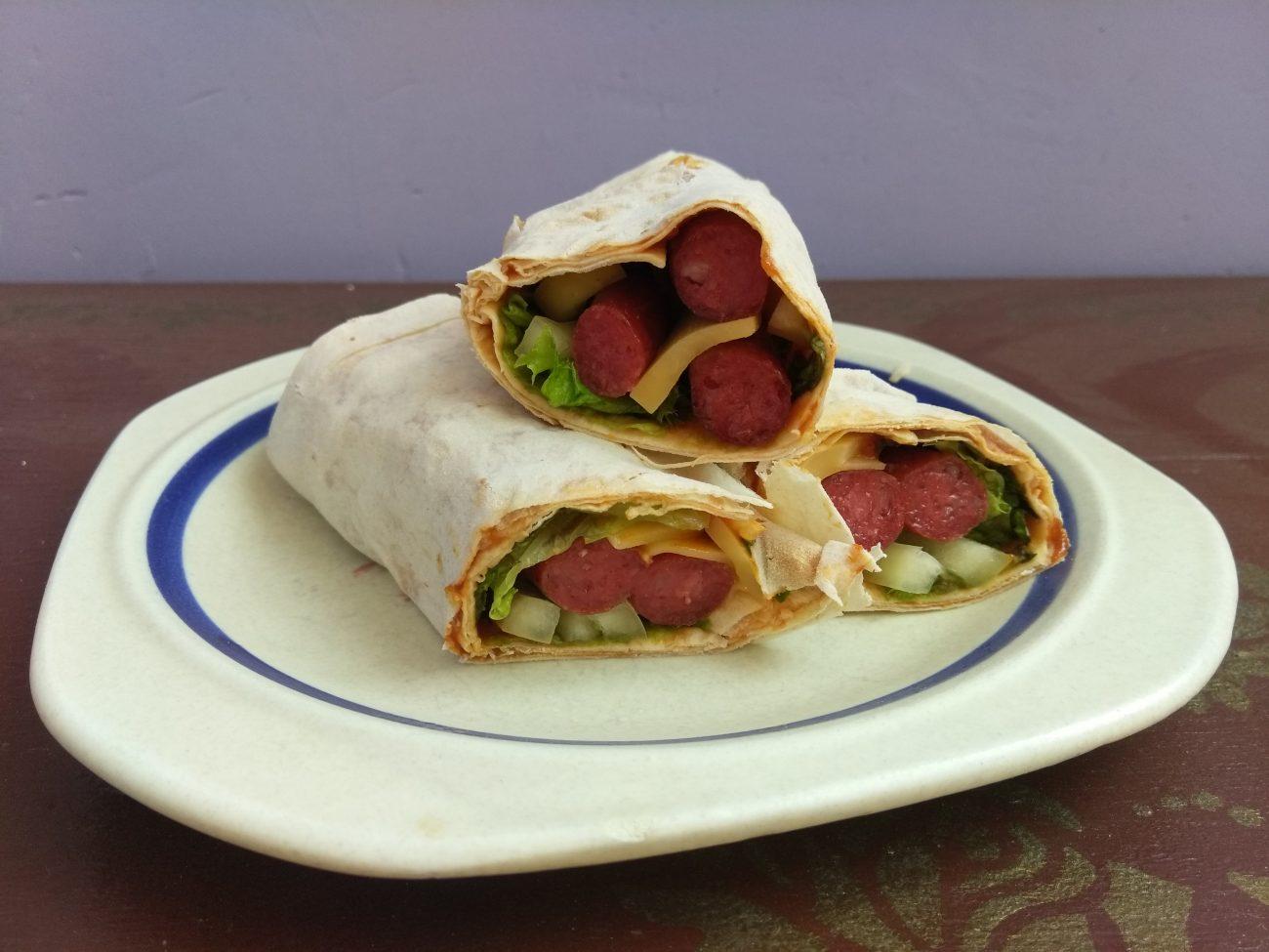 Лаваш с колбасками, перцем и сыром (домашняя шаурма)