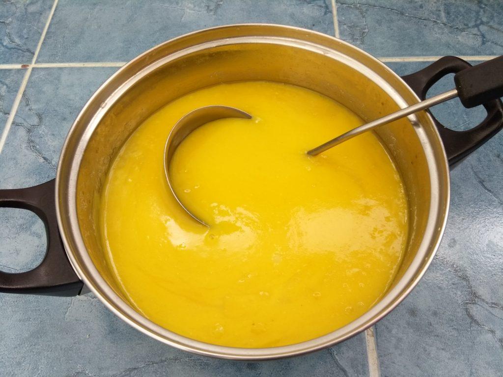 Фото рецепта - Картофельный крем-суп с печеным чесноком и карри - шаг 3