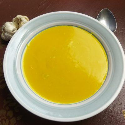 Картофельный крем-суп с печеным чесноком и карри - рецепт с фото