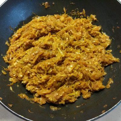 Фото рецепта - Белокочанная капуста, тушенная по-восточному - шаг 6