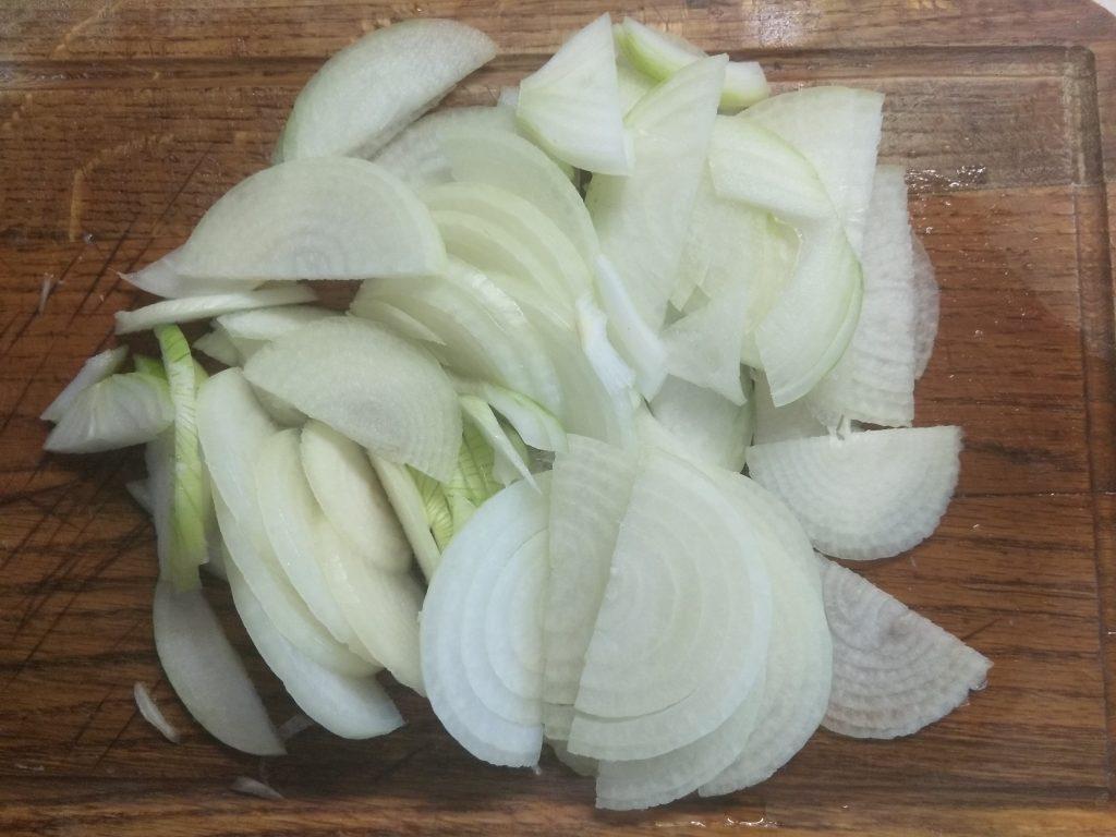 Фото рецепта - Свиной шашлык в маринаде из лука - шаг 2