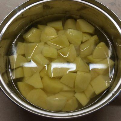 Фото рецепта - Картофельная лазанья с колбасой, лавашом и сыром (запеканка) - шаг 1