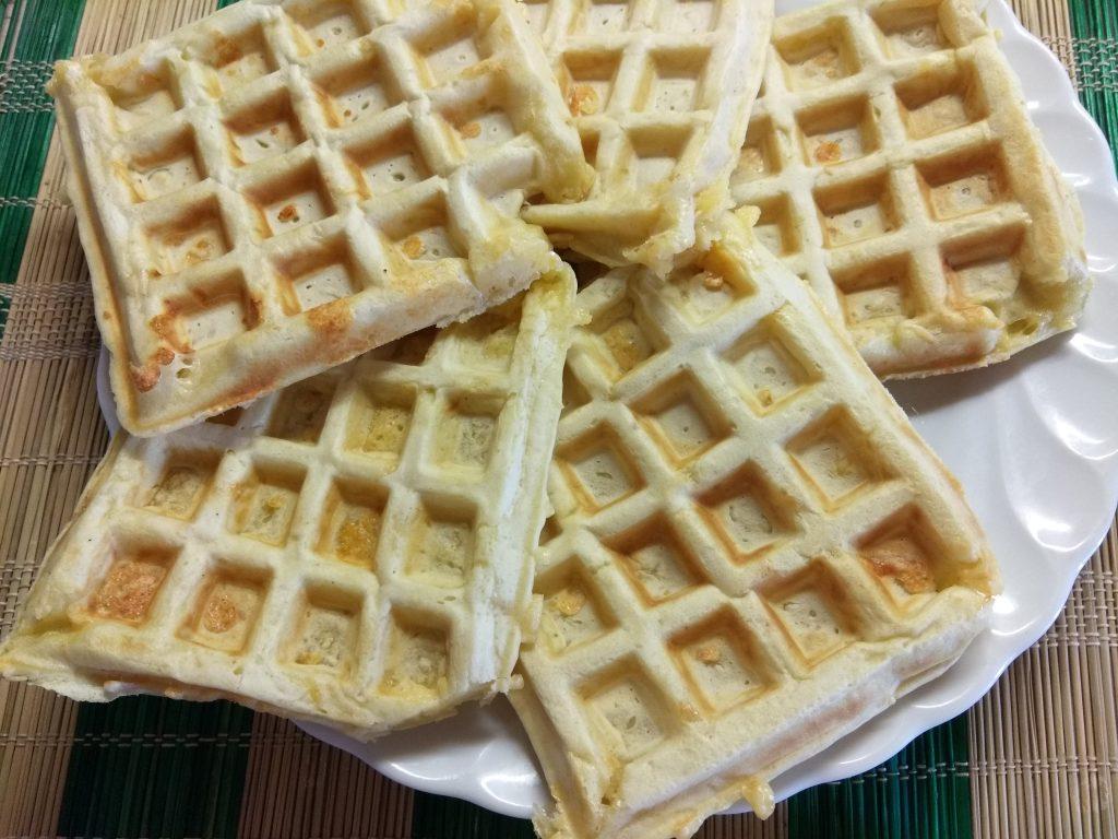 Фото рецепта - Сырные вафли на молоке - шаг 7