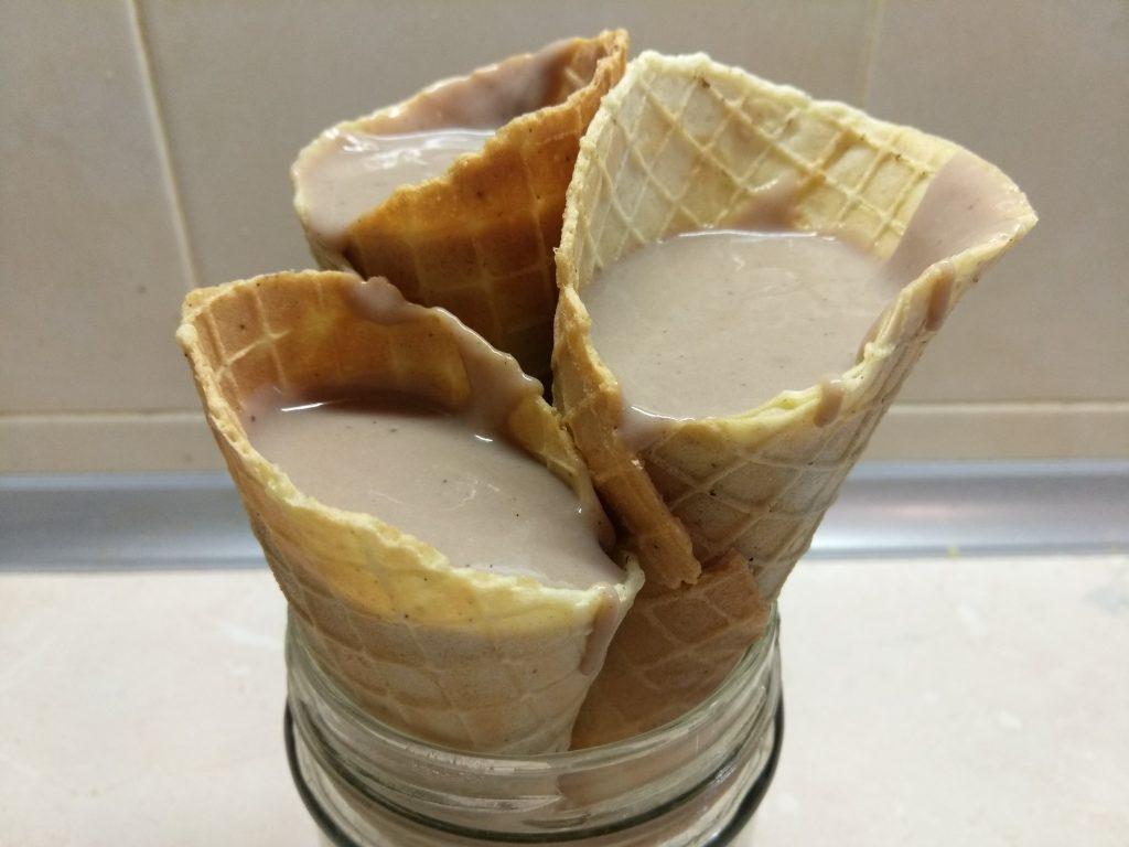 Фото рецепта - Вафельные рожки с шоколадным заварным кремом - шаг 7
