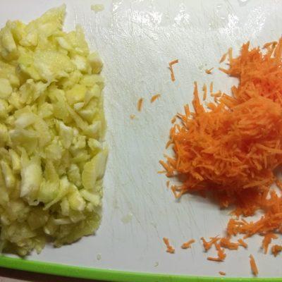 Фото рецепта - Запеченные кабачки, фаршированные помидорами и сыром - шаг 2