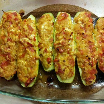 Фото рецепта - Запеченные кабачки, фаршированные помидорами и сыром - шаг 7