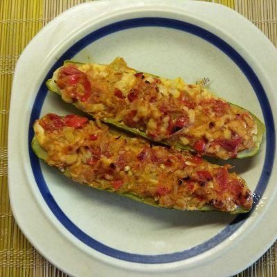 Запеченные кабачки, фаршированные помидорами и сыром - рецепт с фото
