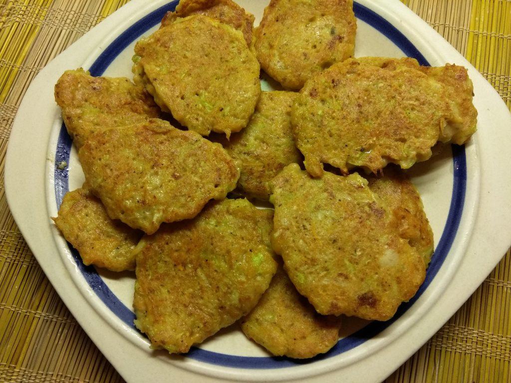 Фото рецепта - Кабачковые оладьи с овсяными отрубями - шаг 5