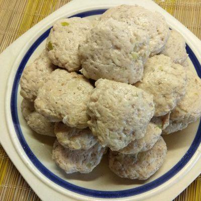 Тушеные котлеты из курино-свиного фарша - рецепт с фото