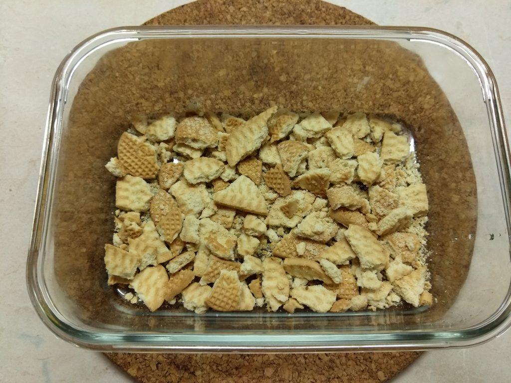 Фото рецепта - Десерт с печеньем, бананом и шоколадным заварным кремом - шаг 1