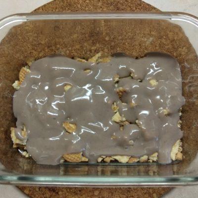 Фото рецепта - Десерт с печеньем, бананом и шоколадным заварным кремом - шаг 2