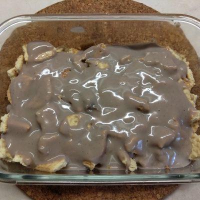Фото рецепта - Десерт с печеньем, бананом и шоколадным заварным кремом - шаг 3