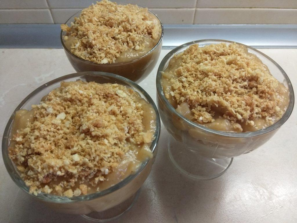 Фото рецепта - Десерт с крекером и яблочным пюре (для деток) - шаг 6