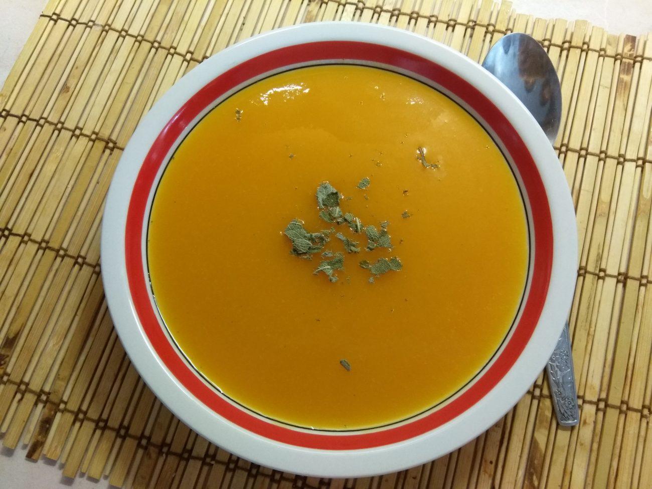 Детский морковный крем-суп с шалфеем