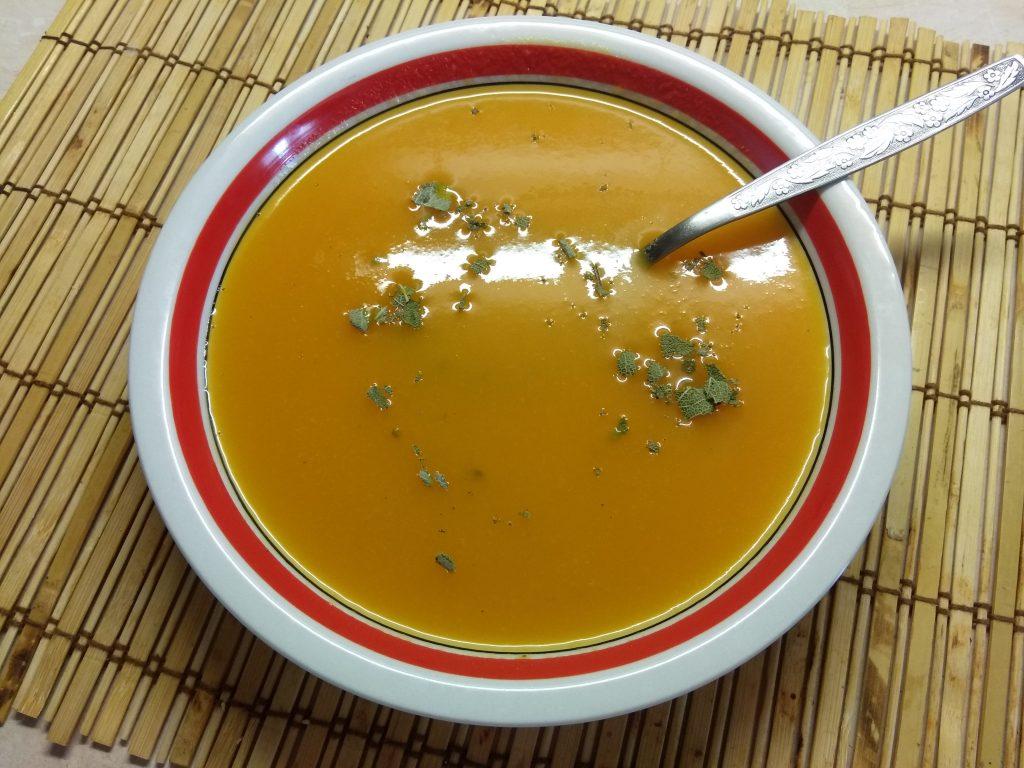 Фото рецепта - Детский морковный крем-суп с шалфеем - шаг 3