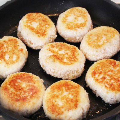 Котлеты из куриной грудки с сыром - рецепт с фото