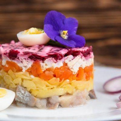 Порционный салат «Селедка под шубой» - рецепт с фото