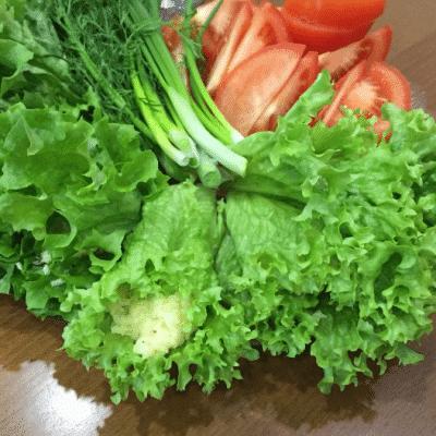 Рулеты из листьев салата с сыром и яйцами - рецепт с фото