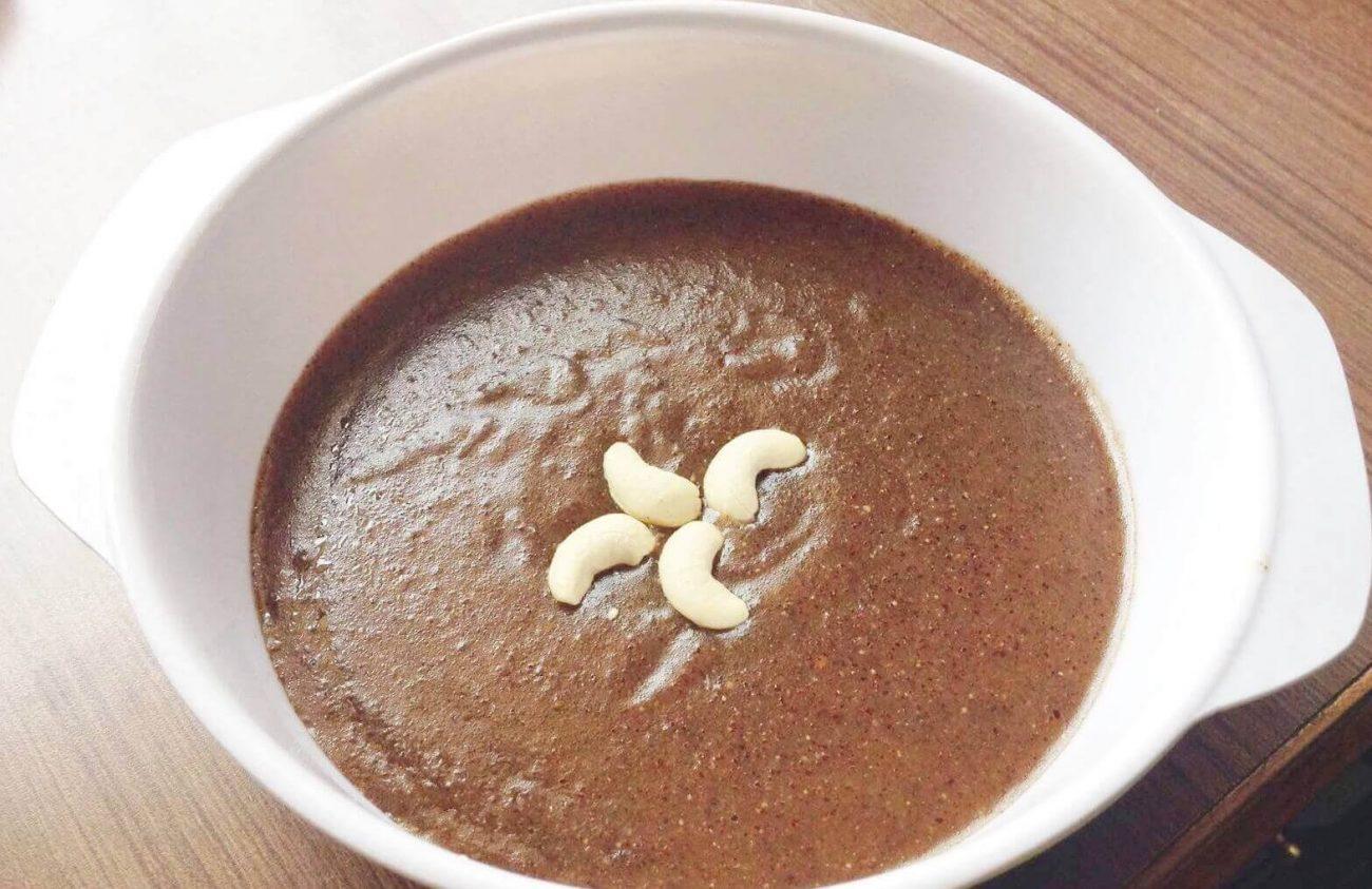 Шоколадная манная каша с орехами (на молоке)