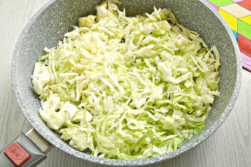 Фото рецепта - Капуста, тушенная с шампиньонами и мексиканской овощной смесью - шаг 1
