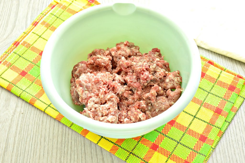 Фото рецепта - Ленивые чебуреки из лаваша на сковороде - шаг 1