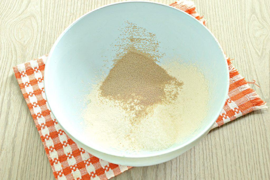 Фото рецепта - Быстрое дрожжевое тесто на воде для пирожков - шаг 1