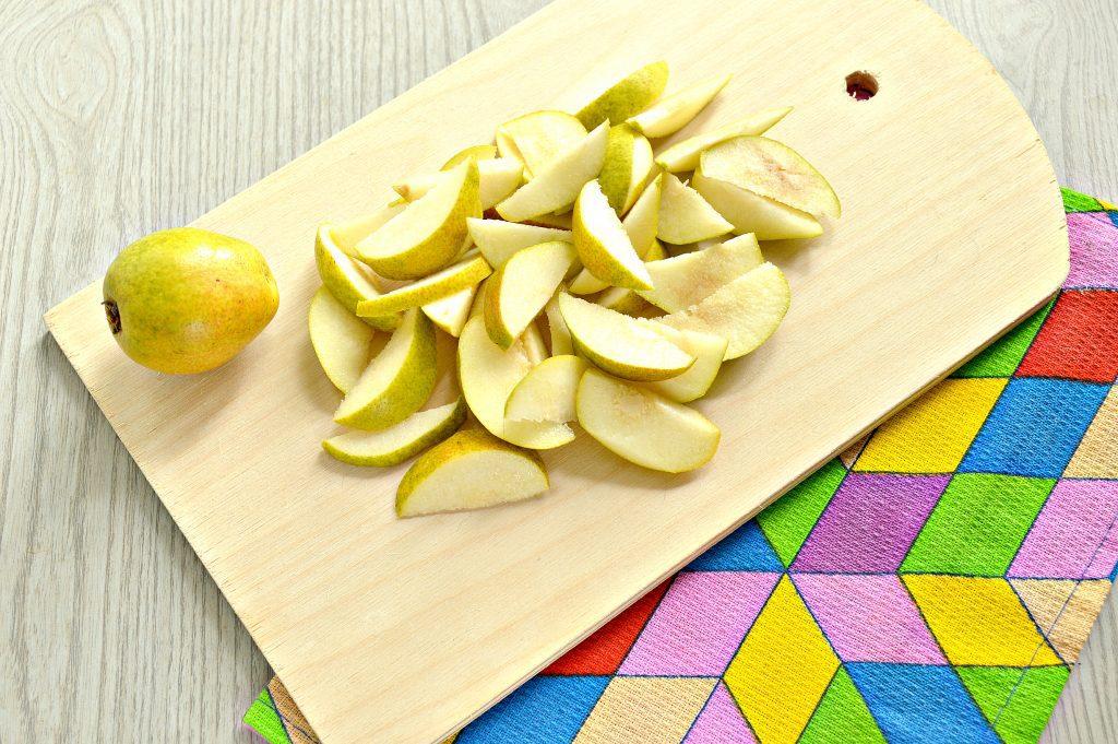 Фото рецепта - Вкусная шарлотка с грушами - шаг 1