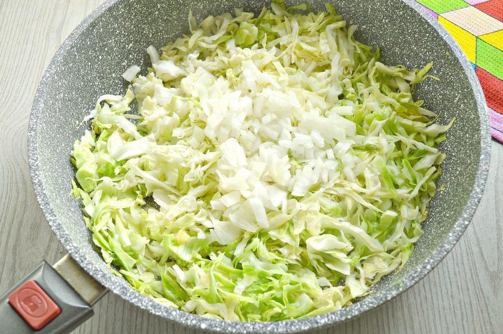 Фото рецепта - Капуста, тушенная с шампиньонами и мексиканской овощной смесью - шаг 2