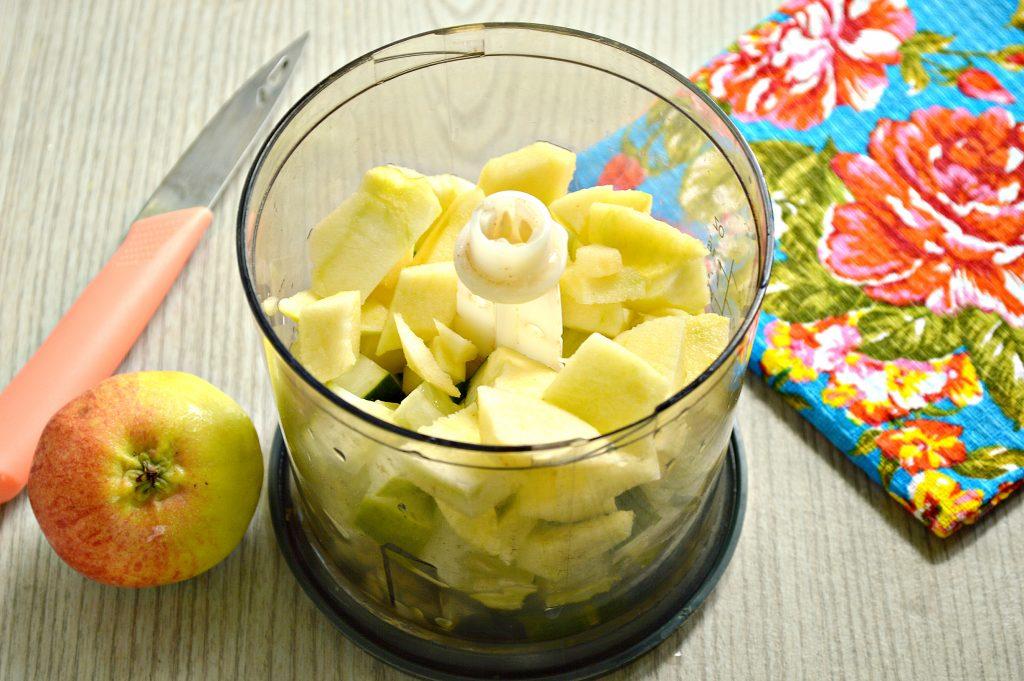 Фото рецепта - Смузи из огурцов с яблоком - шаг 2