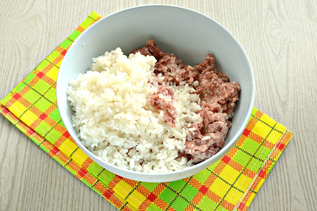 Фото рецепта - Фаршированный перец с говяжьим фаршем под сыром в духовке - шаг 2