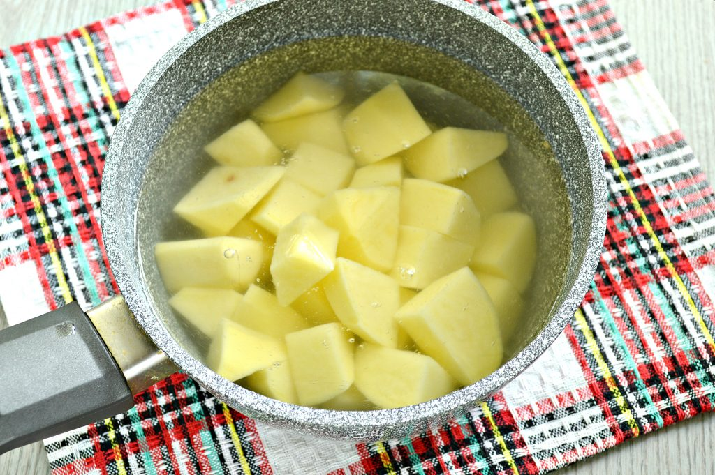 Фото рецепта - Картофель, тушенный с мексиканской овощной смесью и фаршем - шаг 2